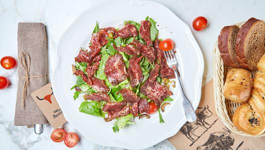 Feed salat s vialennoi goviadinoi po andaluzsky plp