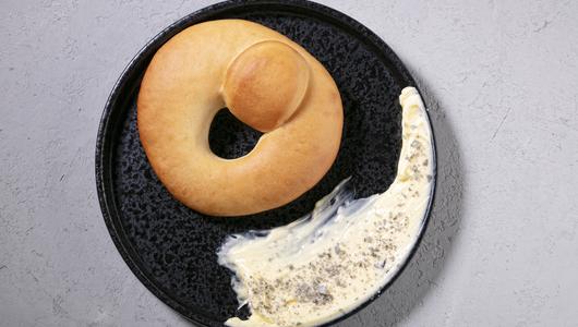 Feed kalach s kopchenym maslom